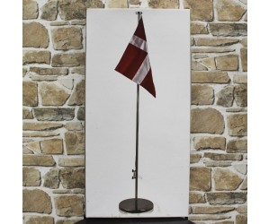 Flagstang med dansk flag
